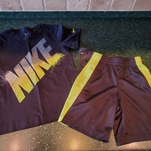 NWT!  Little boys Nike set